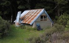 Steele Creek Hut . Greenstone and Caples Conservation Areas