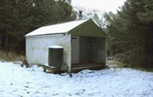 Zoo Hut . Isolated Hill Scenic Reserve