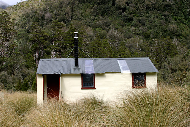 cedarflat_hut1